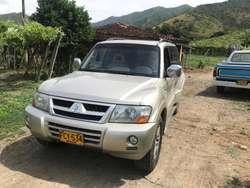 Montero Mitsubishi 3.8 (7 Puestos) 2007 Japones