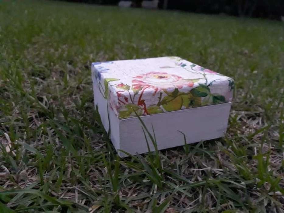 Caja Mediana con Decoupage