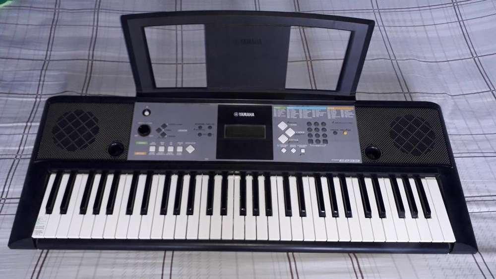 Piano Yamaha PSR E233 en buen estado