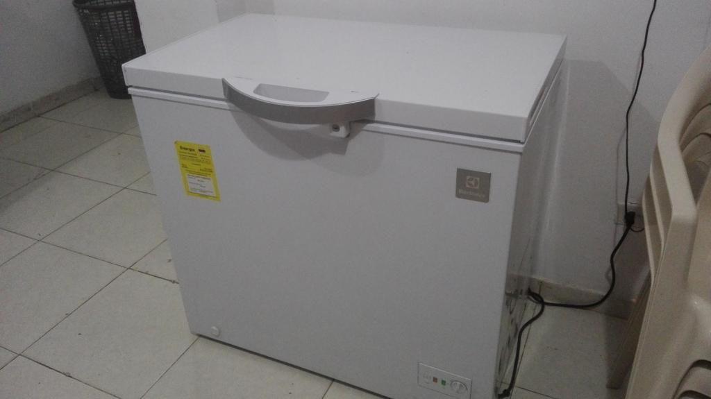 vendo congelador, mesa de acero, licuadora, estufa y freidora