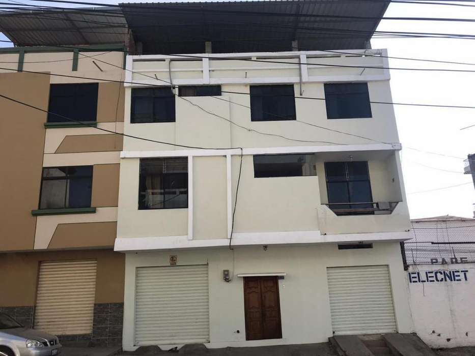 VENDO CASA EN CENTRO DE MANTA-AV 7 ENTRE CALLES 10 Y 11