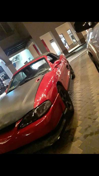 Ford Mustang 2000 - 15600 km