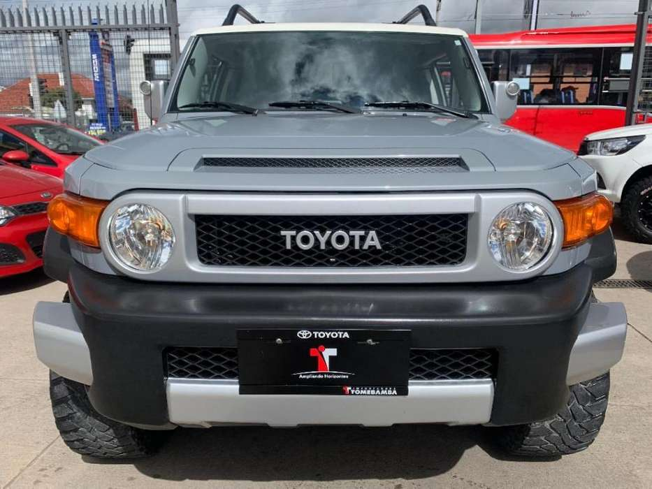 Toyota FJ Cruiser 2013 - 63464 km
