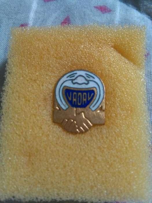 Antiguo Pin distintivo Union Argentina de Artistas de Variedades UADAV solapero