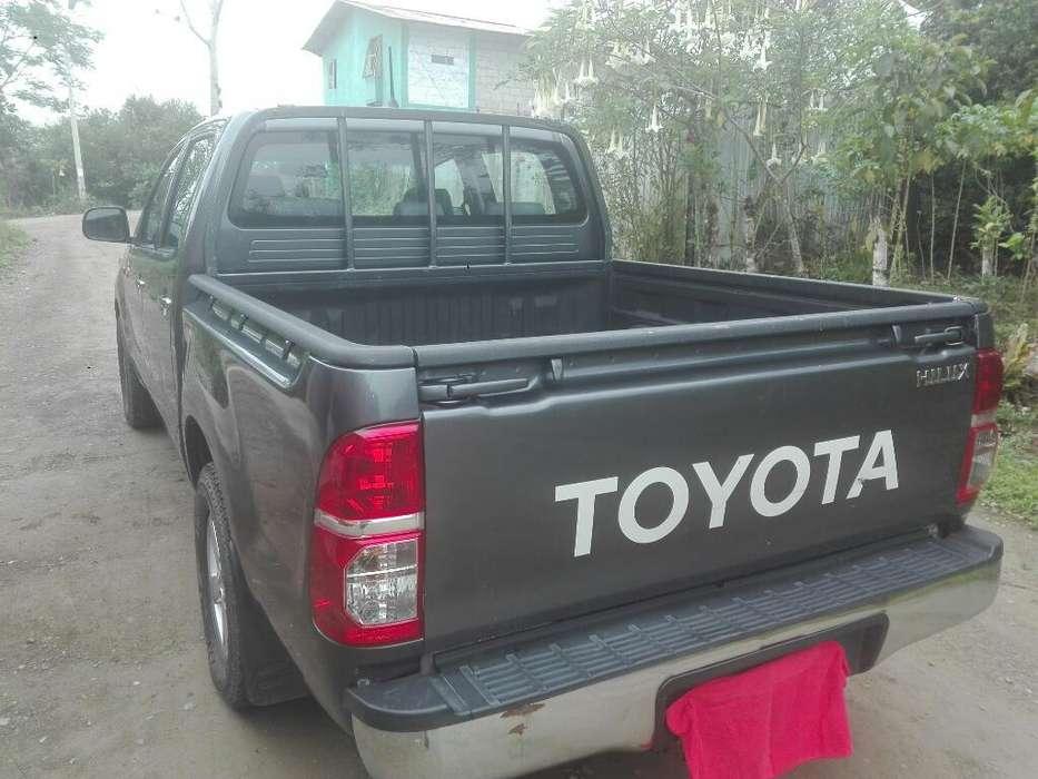 Toyota Hilux 2012 - 322685 km