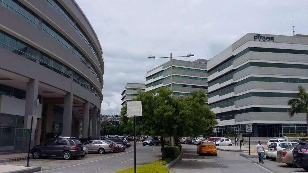 Parque Empresarial Ciudad Colón, rento oficina de 68 m2, parqueadero.