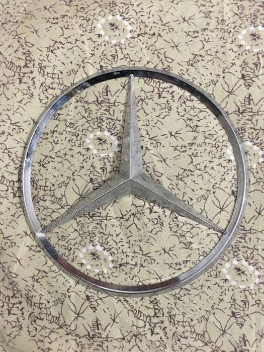 Insignia Mercedes Benz