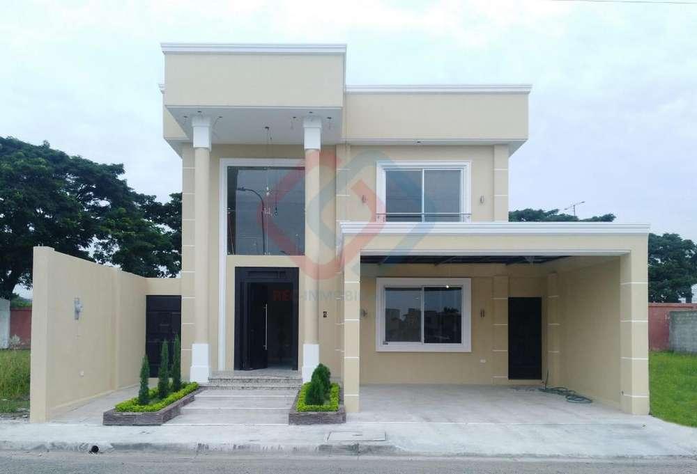 Cod# 195 Venta de Casa en Urb. Vicrieel, Via Samborondon, Cerca de cerca de El Condado Vicolinci, centros comerciales.