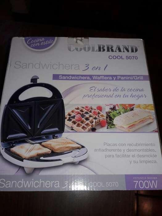 Sandwichera Waflera Y Panini/grill 3en1