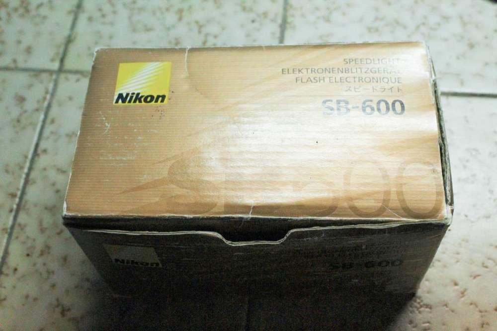 Flash Nikon SB600