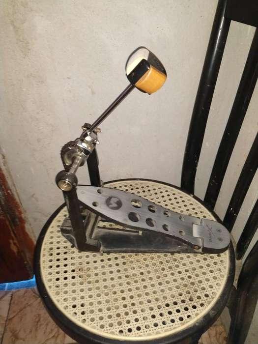 Basix Pedal de Bombo Simple Pd 800 V4