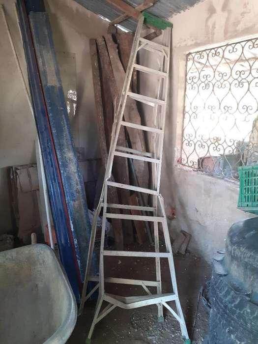 Vendo Escalera Metalica de 9 Pasos 31484