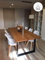 Mesa de comedor en madera natural de140 cm y estructura en acero 6 puestos.