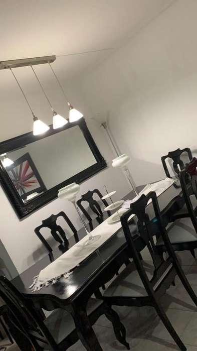 Mesa de comedor de 6 puestos en buen estado
