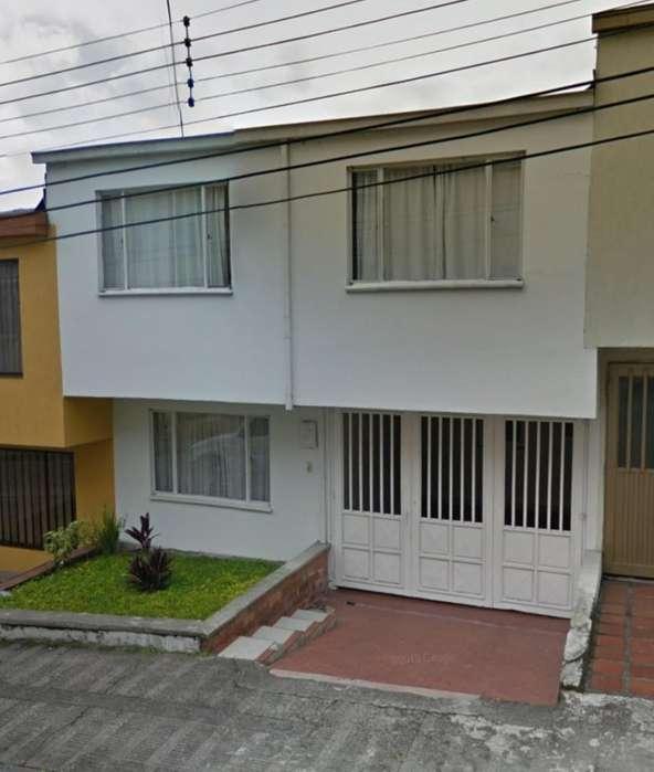 Hermosa Y Amplia Casa en La Leonora