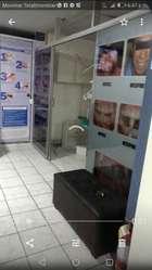 Mampara de Vidrio con Diseño Odontologic
