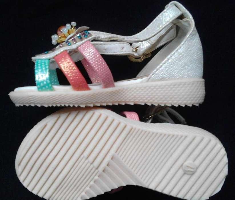 Hermosas sandalias para niña número 17
