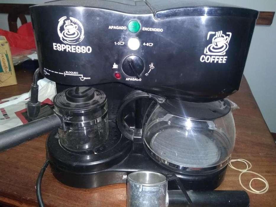 Cafetera filtro expresso y espumador de leche