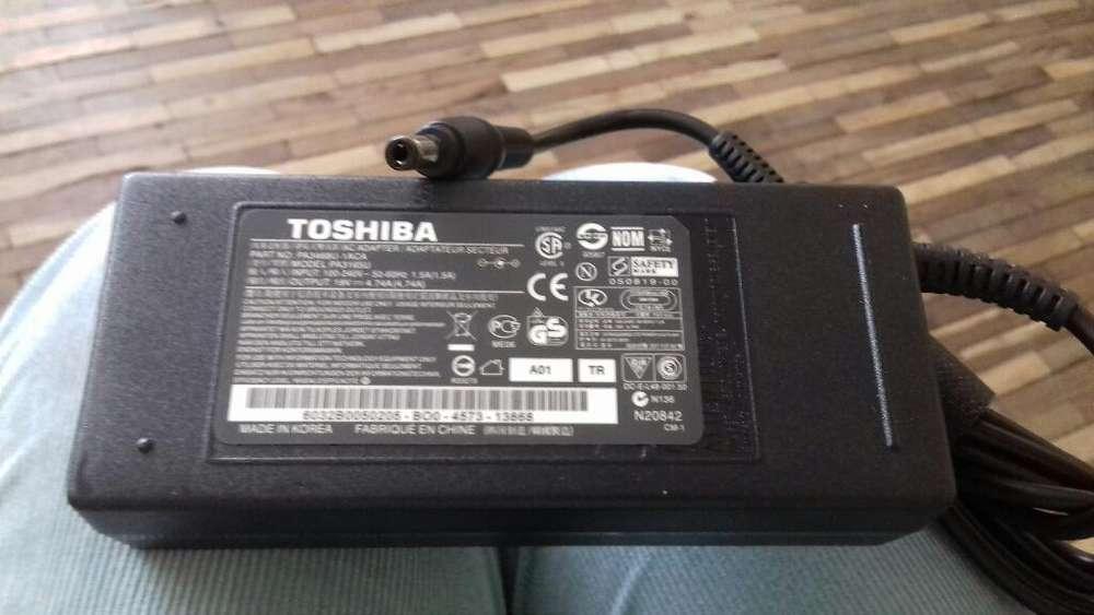 Cargador Toshiba