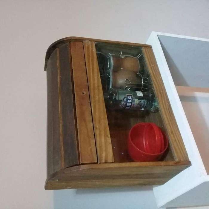 Panera de vidrio y madera vintage