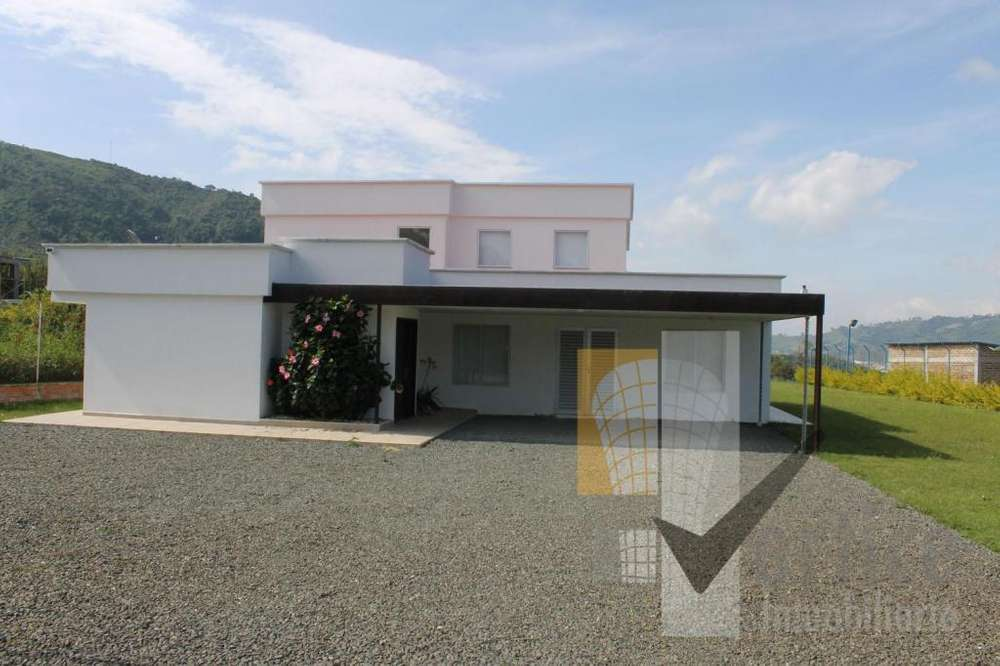 Se Vende Casa Campestre En Santa Rosa De Cabal. Moderna Minimalista 3.000 metros lote 450 metros Construidos.