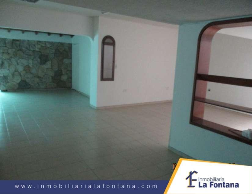 Cod: 3207 Arriendo Casa Comercial en el Barrio La Riviera