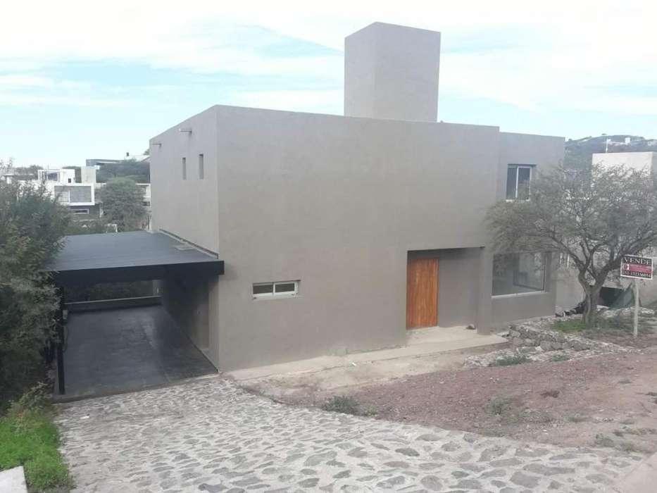 Vendo Casa de 3 dorm. B Cerrado El Rodeo - zona Villa Warcalde