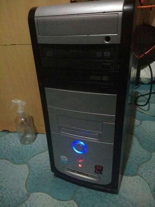 Vendo Cpu 2gb 250 placa de video