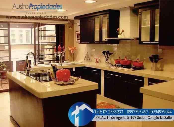 Casa en Venta en Cuenca sector El Cebollar Con 5 dormitorios