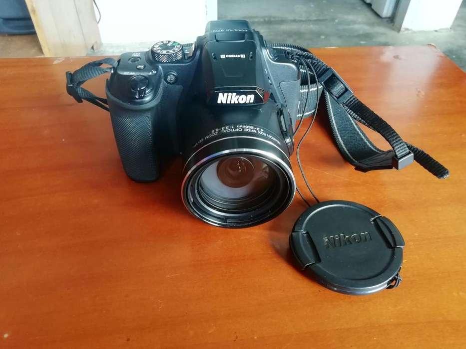 Vendo camara Nikon B700