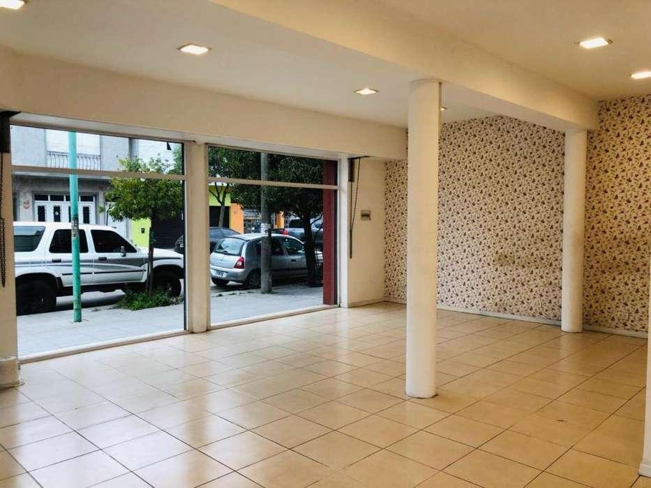 Local comercial de 60m2 en esquina en zona P. Ramos Oste