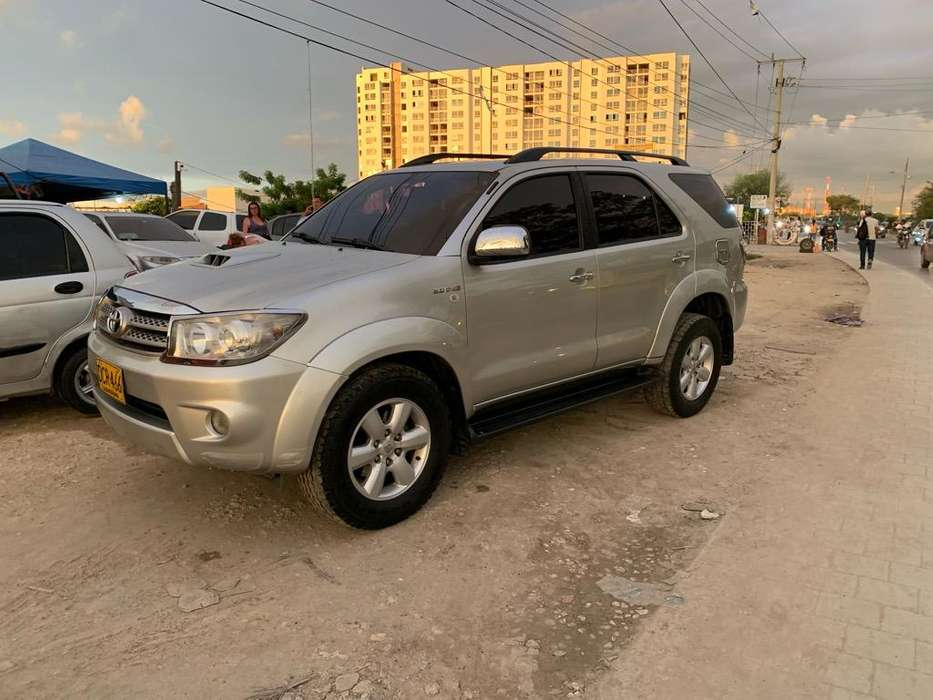 <strong>toyota</strong> Fortuner 2009 - 166000 km
