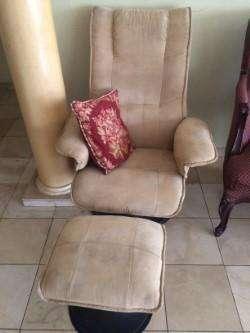 Descansa como un rey en este cómodo <strong>sofa</strong>