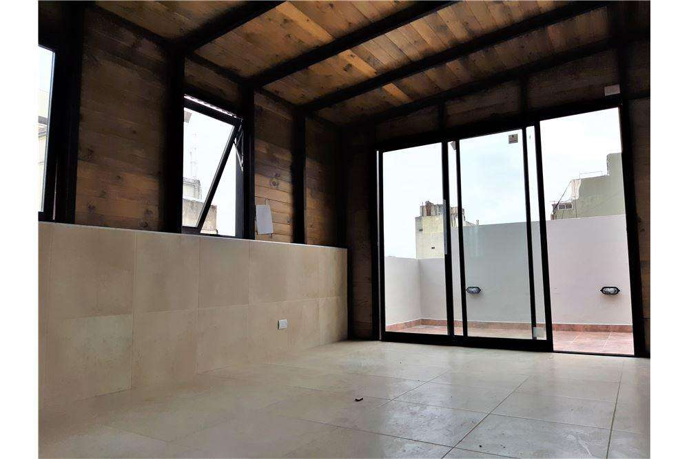 Depto tipo duplex 4 amb. con terraza y parrilla