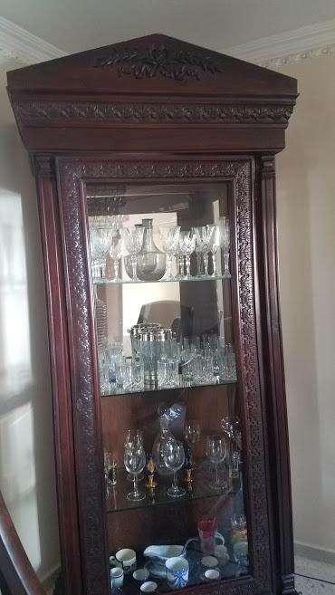 Vitrina antigua tallada en madera, Pieza unica.