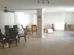 Amplio apartamento en venta en Barrio Bavaria Santa Marta