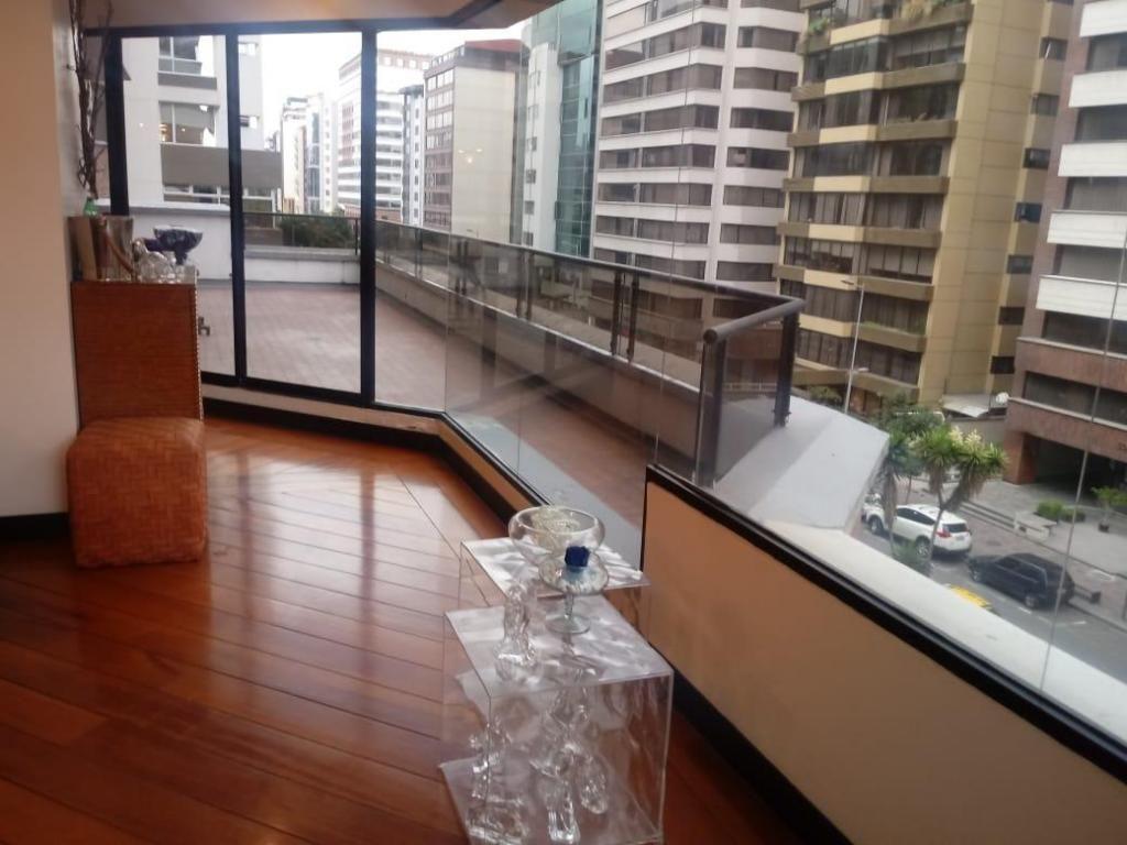 Venta de departamento de 360 m2 de construcción en la Republica del Salvador.