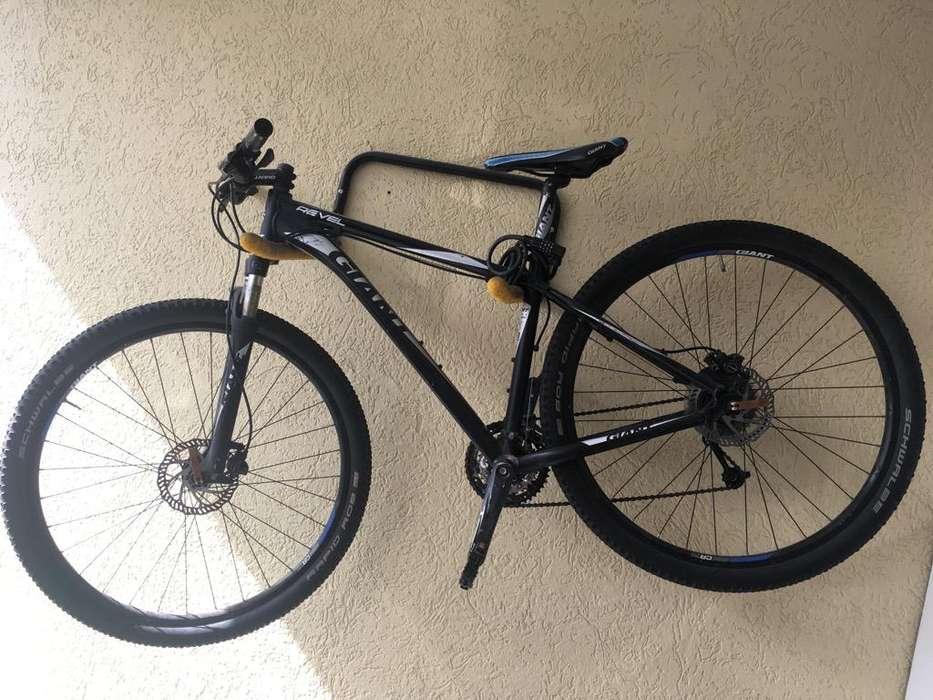 Bicicleta Giant Revel M 29