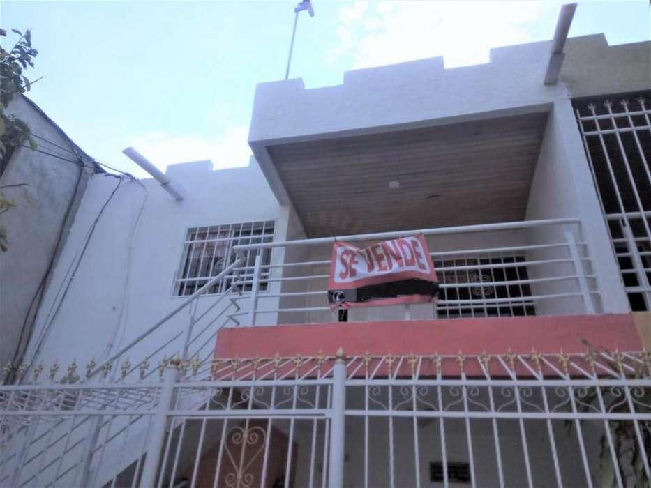 Apartamento en el Bario Santa Cruz sobre vía principal.