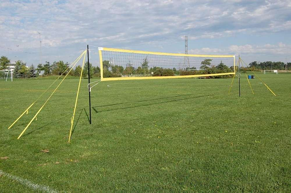 Voleibol malla, fútbol tenis, cancha portátil.