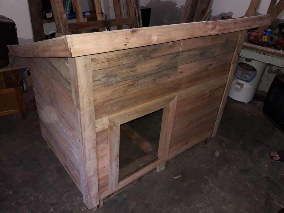 Cucha para perro grande, hecha con madera de pallets