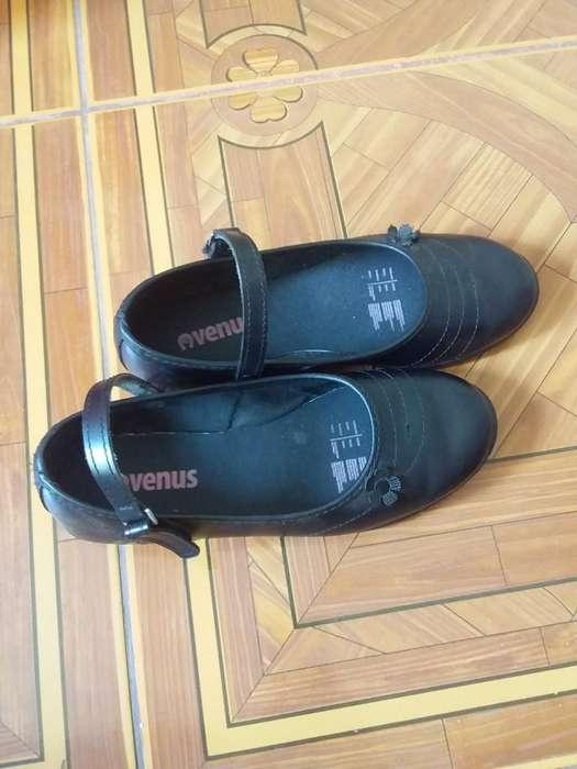 Zapatos de Niñas a Medio Uso