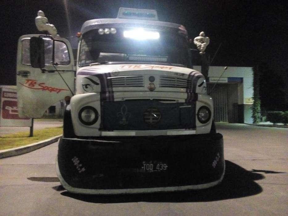 Mercedes benz1518 y batea bivuelco