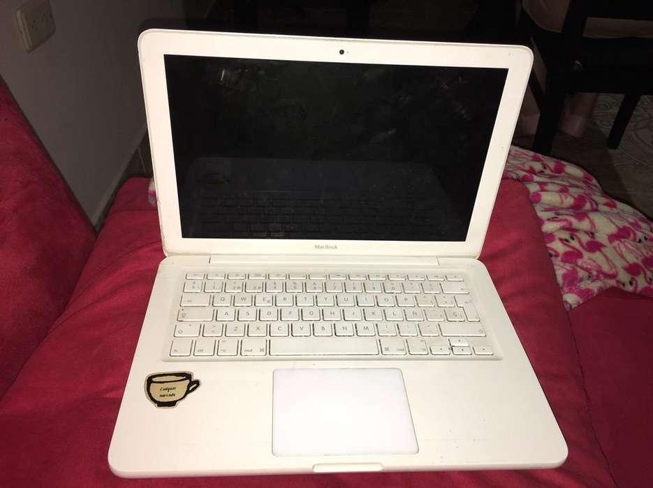 Macbook White en Perfectas Condiciones.