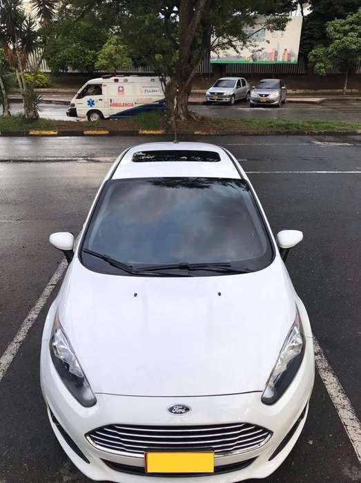 Ford Fiesta  2015 - 30000 km