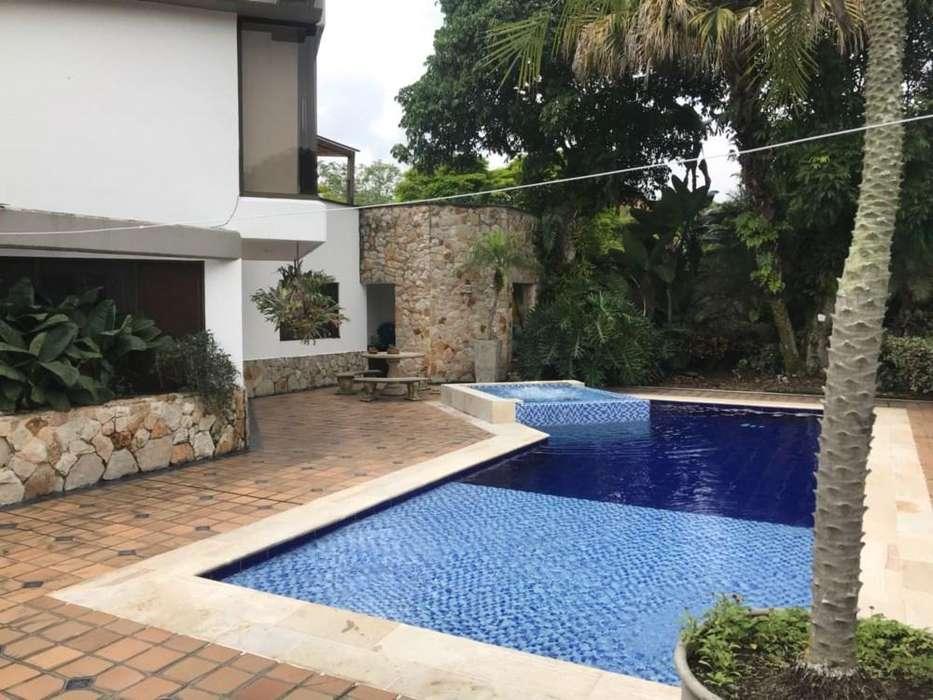Linda Casa en Condominio En Pance, cuatro habitaciones, principal con jacuzzi y otro con terraza, cu 55305