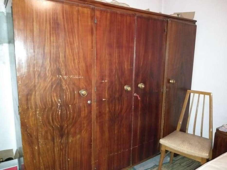 Juego de Dormitorio 2 plazas, Ropero, cama, 2 mesas de luz y toilet con espejo