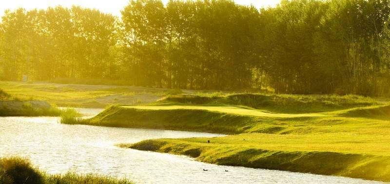 gran lote, elevado, al golf, en Venta