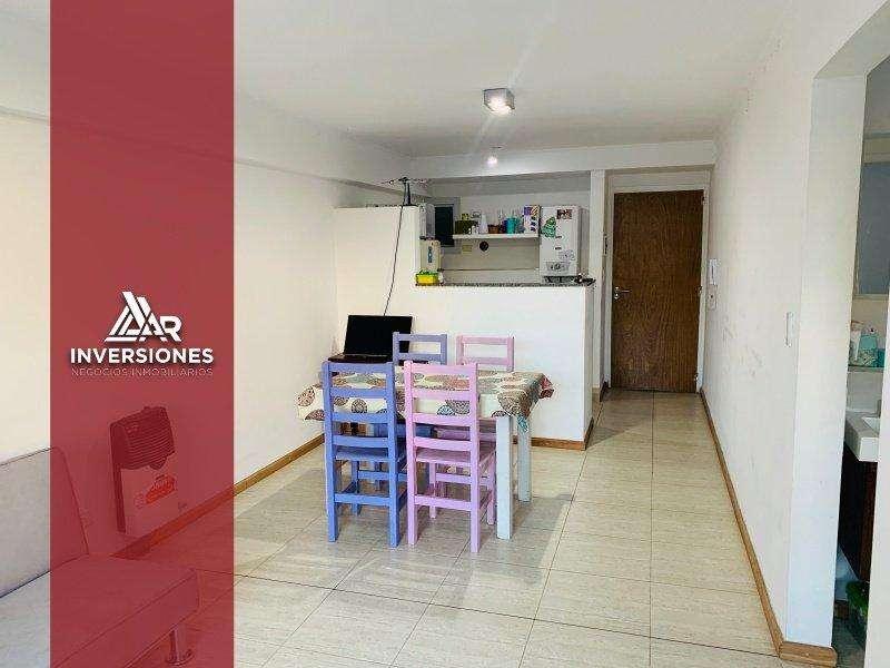 Excelente Departamento en calle Cochabamba al 1300. A 1 cuadra de Av Pellegrini.