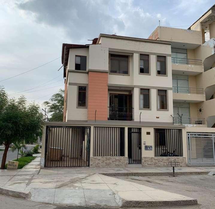 Casa de 3 pisos en esquina, Urb. Santa María del Pinar II Etapa